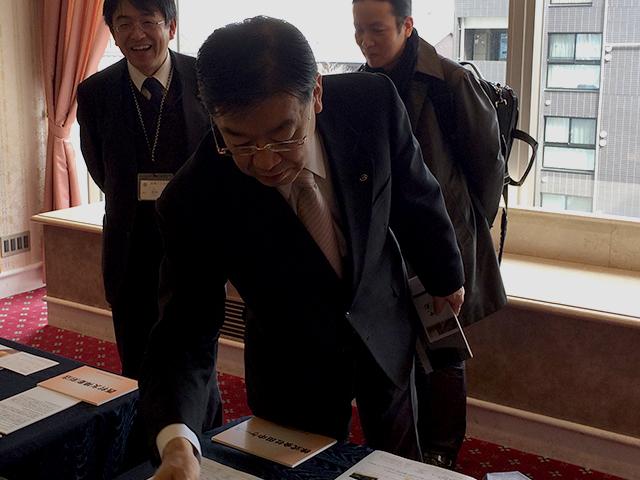 山田京都府知事が来訪(京都展2017)