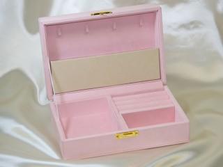 ピンクのジュエリーボックス