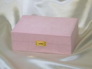 ピンクのジュエリーボックス(外観)
