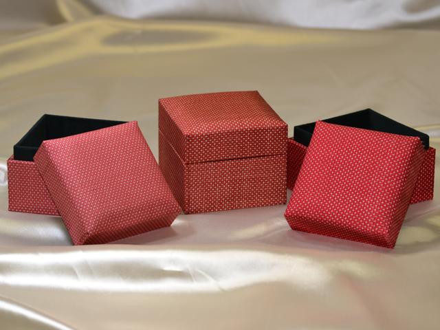 「大島紬」の和装小物箱(赤、下地「色大島」)