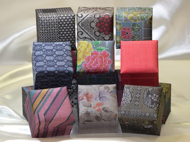「大島紬」の和装小物箱(9種、赤、グレー)