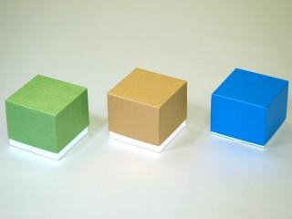 渦巻きタイプ お香いれ右:はね出しタイプ、左、中央:はね出しなし)