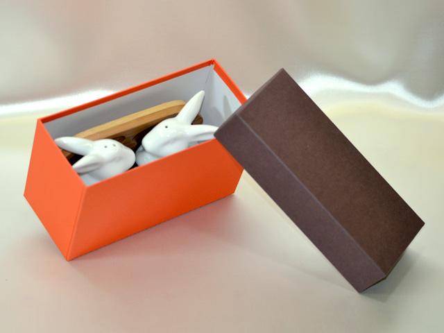 うさぎ(調味料入れ)の収納箱、紙器、貼箱<収納時>