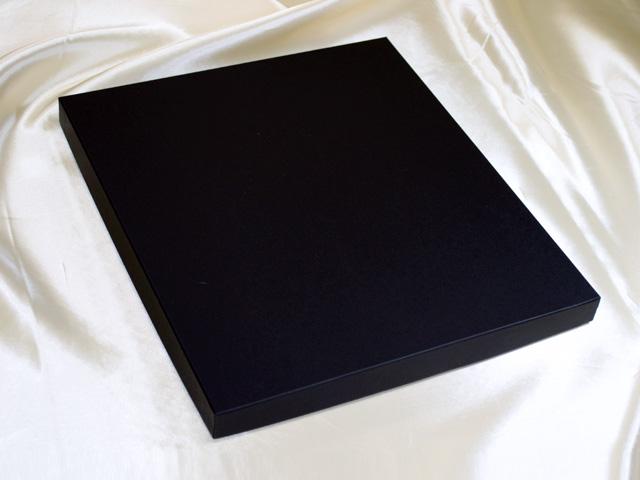 マフラー用貼箱、紙箱、紙器(フタ:黒、身:白)<外観>