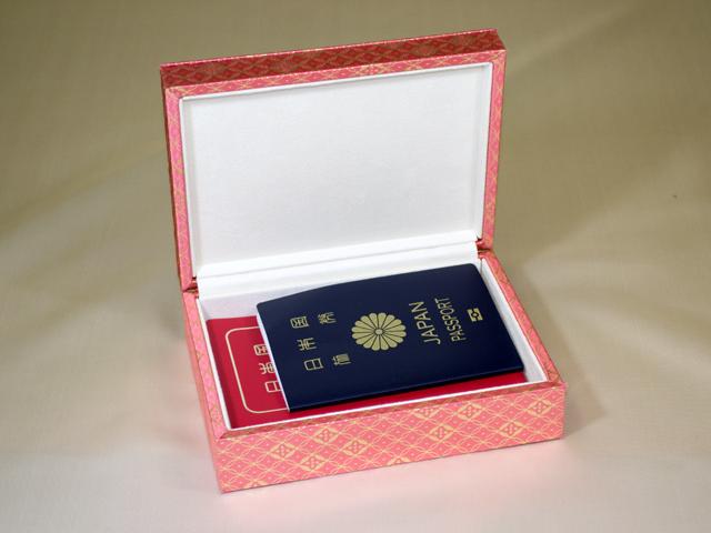 想い出のパスポート Box ~IC/非ICパスポート兼用 金襴~「第75回東京ギフトショー2013春」出展商品