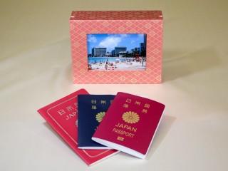 想い出のパスポート Box ~IC/非ICパスポート兼用 金襴~ 「第75回東京ギフトショー」出展商品(写真ディスプレー時)