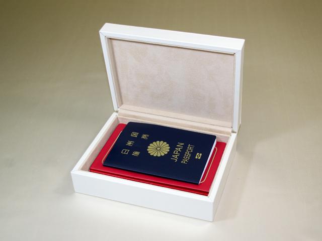 想い出のパスポート Box ~IC/非ICパスポート兼用 アイボリー「第75回東京ギフトショー」出展商品~