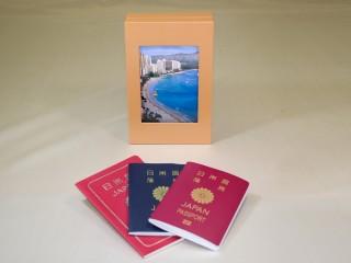 想い出のパスポート Box ~USBメモリー付 イエローブラウン~ 「第75回東京ギフトショー2013春」出展商品 (写真ディスプレー時)