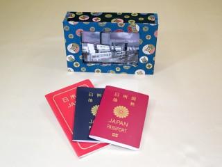 想い出のパスポート Box ~USBメモリー付 金襴~ 「第75回東京ギフトショー2013春」出展商品 (写真ディスプレー時)