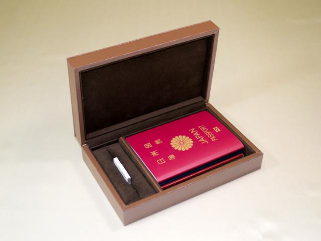 想い出のパスポート Box ~USBメモリー付 ダークブラウン~「第75回東京ギフトショー2013春」出展商品