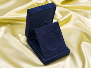 ノーベル平和賞メダルケース スタンド様式